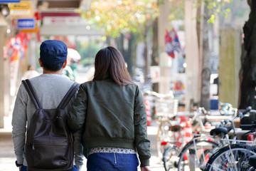 商店街のカップル
