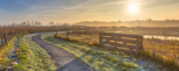 Keuken foto achterwand Ochtendgloren Track in misty agricultural landscape