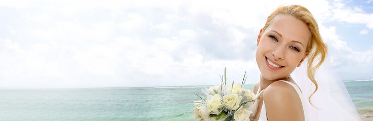 Portrait of beautiful bride standing by the beach - banner template web