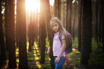 Dziewczynka na spacerze