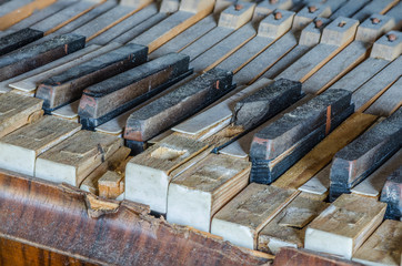 kaputte tasten von alten klavier