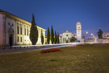 Aveiro city cathedral by night