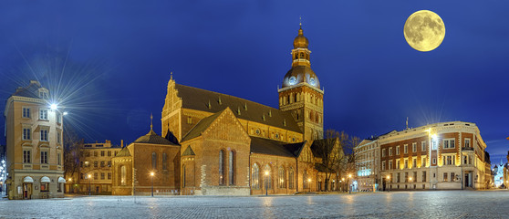 Wall Mural - Riga Lettland Kirche Dom Panorama Nacht