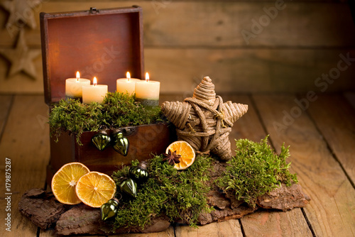 alternativer adventskranz mit natur deko stockfotos und. Black Bedroom Furniture Sets. Home Design Ideas
