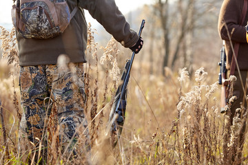Photo sur Aluminium Chasse Picture of rifle. hunters waiting for hunting to begin. Chase hunting