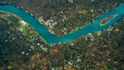 Foto op Aluminium Luchtfoto river flowing in the forest. Aerial view
