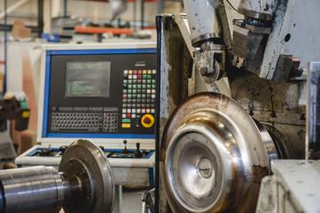 Anlage zum Metalldrücken, CNC Computer gesteuert, Querformat