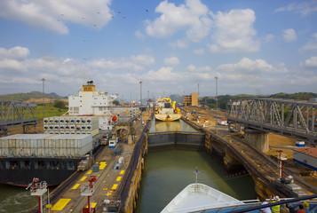 Первый шлюз Панамского канала со стороны Тихого океана.