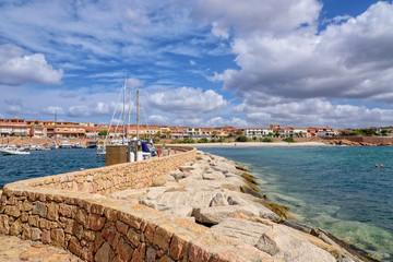 Hafen Strand Haus Isola Rossa Wellenbrecher