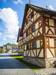 Eine Reihe nachgebildeter Fachwerkhäuser im Freilichtmuseum Hessenpark, Neu Anspach, Hessen, Deutschland