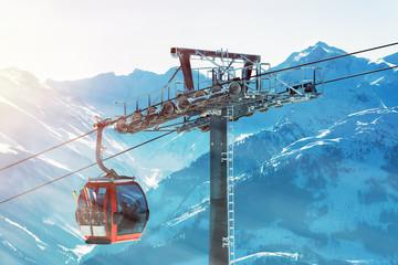 Skilift in den Tiroler Alpen