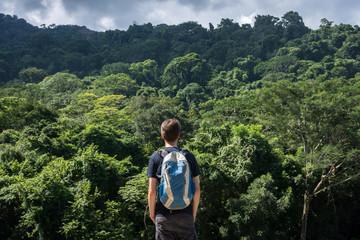 Voyageur dans la jungle au Chiapas, Mexique