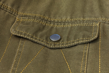 Valve pocket with button clasp on clothes