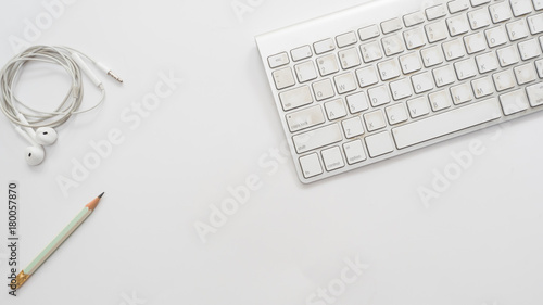 Wall mural Office desk table with keyboard Top view and earphone