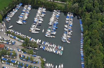 Luftaufnahme des Jachthafens zwischen Langenargen und Gohren am deutschen Ufer des Bodensees
