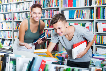 Teenagers looking for new books