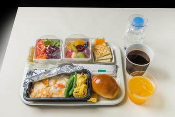 一般的な機内食 Flight meal of the general economy class
