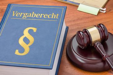 Gesetzbuch mit Richterhammer - Vergaberecht