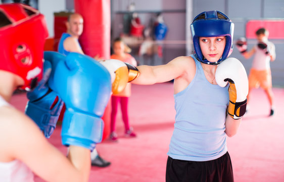 Teenagers prepare for boxing competitions