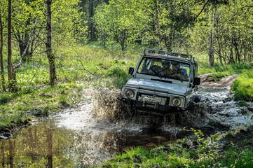 машина, грязь, внедорожник, лужа,  весна, машина едет по грязи