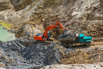 Extraction of clay in a kaolinic quarry