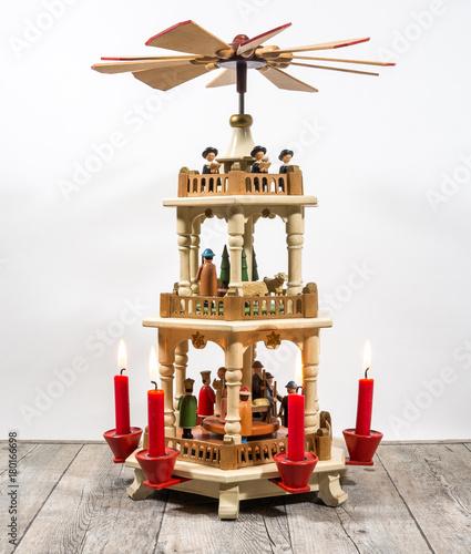 sch ne alte antike weihnachtspyramide pyramide. Black Bedroom Furniture Sets. Home Design Ideas