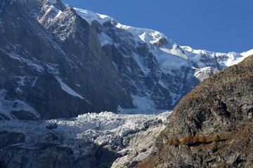 il ghiacciaio della Brenva e i contrafforti del Monte Bianco