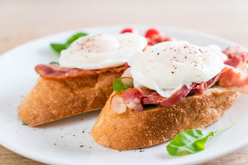 egg benedict on plate