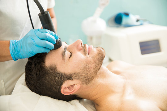 Man getting a radiofrequency facial