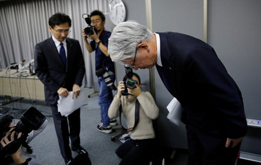 Kobe Steel President and CEO Kawasaki bows as he leaves a news conference in Tokyo