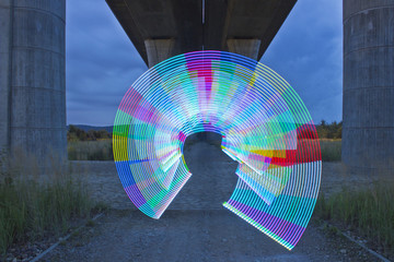 Light painting / light drawing spining colorful circle