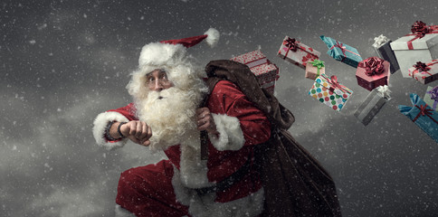 Photo sur Aluminium Magasin de musique Santa Claus running and delivering gifts