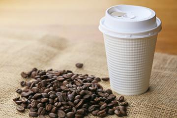 コーヒー豆とコンビニのコーヒー