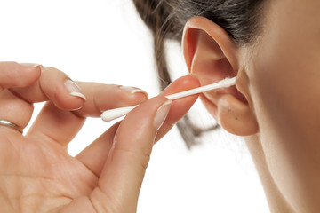 A women clean the ear with cotton swab