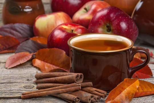 Tea from apple and cinnamon. A healthy concept. Diuretic, aromatic, diabetes, anti-cellulite.