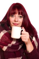 Attraktive junge Frau mit Tasse