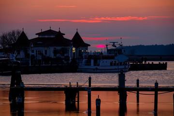 Der Hafen von Karlshaben am Abend