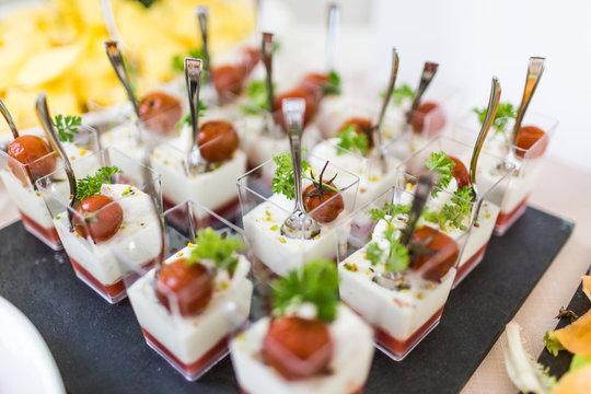 Finger food aperitivo per evento, matrimonio, cerimonia. Cibo italiano per feste, catering, sfizioso, delicato