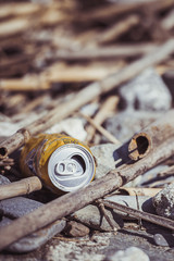Canette de soda sur la plage