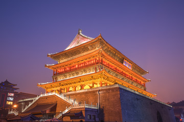 Low light scenery of  Xian drum tower, China Fototapete