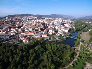 Drone en Plasencia, ciudad de Cáceres, situada en el norte de la comunidad autónoma de Extremadura (España)