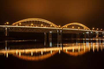 Городской пейзаж моста через реку