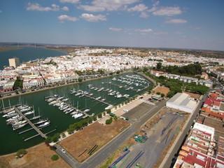 Vista aerea del Puerto de Ayamonte, ciudad de la provincia de Huelva, Andalucía, situada junto a la desembocadura del río Guadiana
