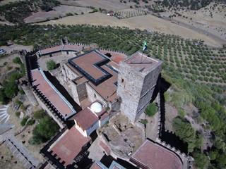 Castillo de Alconchel ( Badajoz) desde el aire