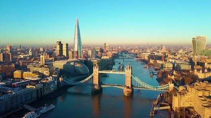 Fototapete - Aerial panning video of London and the River Thames with a view of the Shard and the London Tower Bridge