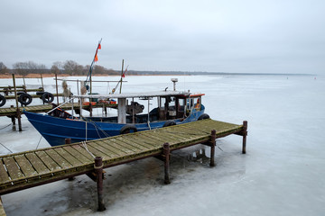 Zugefrorener Hafen von Kamminke