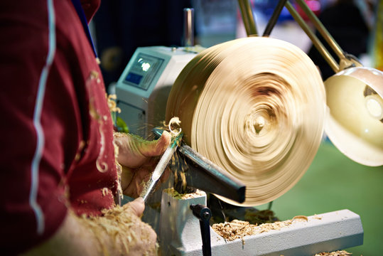 Woodworking on lathe