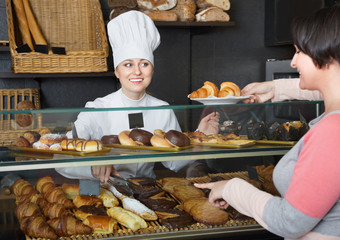 Female cook serving a dessert to the customer in the cafe
