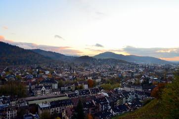 Freiburg in der Dämmerung