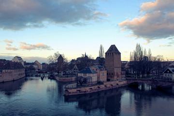 Constructions devant l'eau en Alsace
